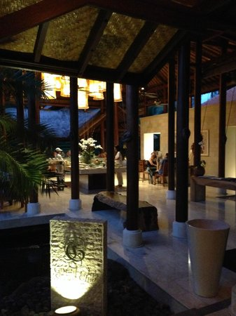 Grand Hyatt Bali: Evening at Grand Club
