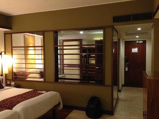 Grand Hyatt Bali: Shutters between bath and room