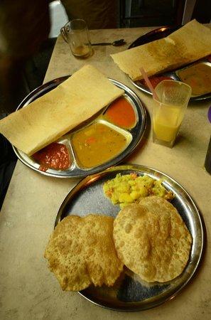 Sri Ananda Bahwan: Puri and Tosai