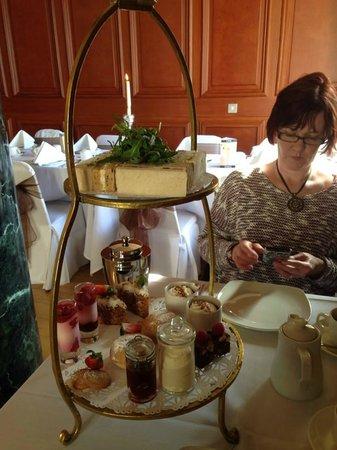 Queen's Hotel: afternoon tea