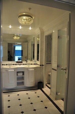 Powerscourt Hotel, Autograph Collection: Suite Bathroom