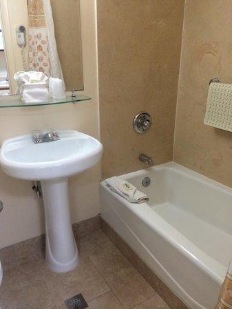 Driftwood Lodge in PCB - bathroom