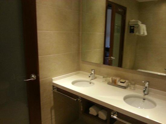 Radisson Blu Resort, Malta St Julian's : Ванная комната со свежим ремонтом