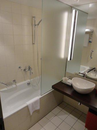 Radisson Blu Hotel, Berlin : ванная комнаиа