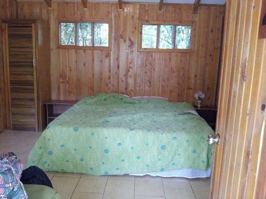 Hotel de Montana y Restaurante Suria: Room - basic