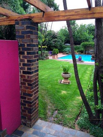 5th Avenue Gooseberry : Pool/ Garden
