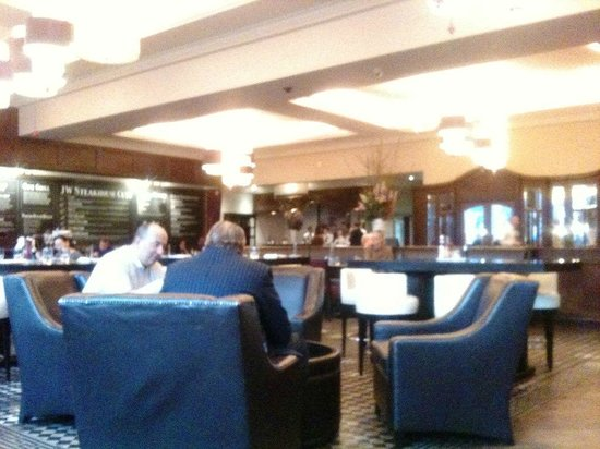 JW Steakhouse : grand dining room