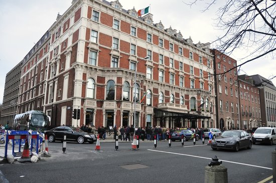 The Shelbourne Dublin, A Renaissance Hotel: People waiting outside for Rugby players to come out….