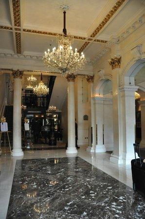 The Shelbourne Dublin, A Renaissance Hotel: Walking in