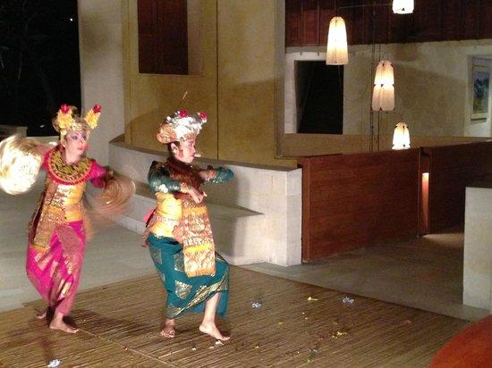 Four Seasons Resort Bali at Sayan : Dance performance in the lobby