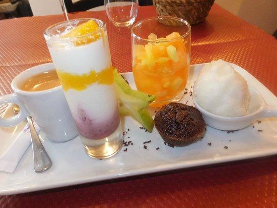 La Mere Michele: デザートの焼き菓子は焼き立てで熱々でした