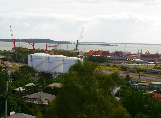 Metro Hotel & Apartments Gladstone : Port view from room