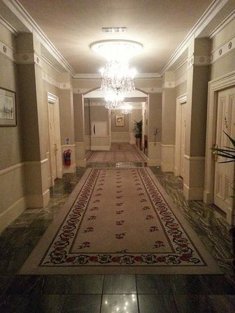 Hotel Meyrick: big hall ways...