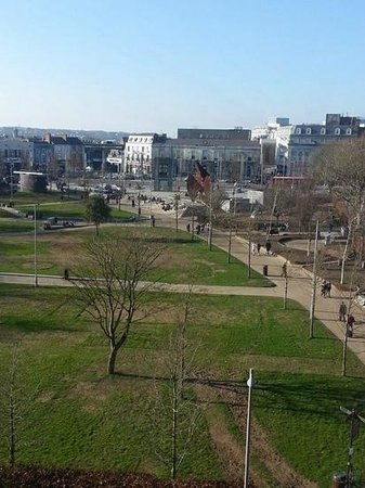 Hotel Meyrick: view of eyre square from our room