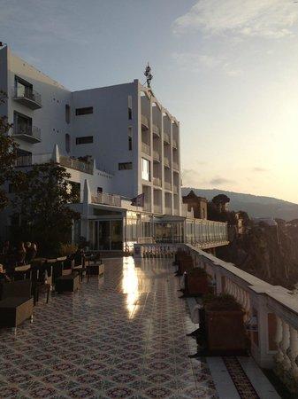 Hotel Parco dei Principi: Vista dell'hotel dalla terrazza