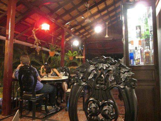 WelcomHeritage Panjim Inn: Restaurant terrace