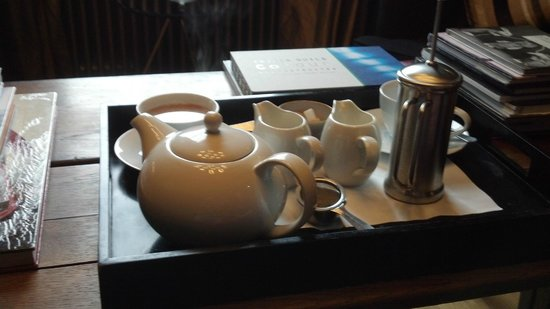 The Ashton: Coffe and Tea on arrival