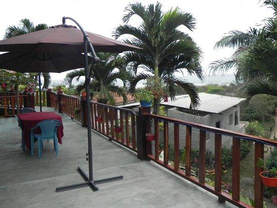 Xanadu Hotel: Deck inferior con vista al mar