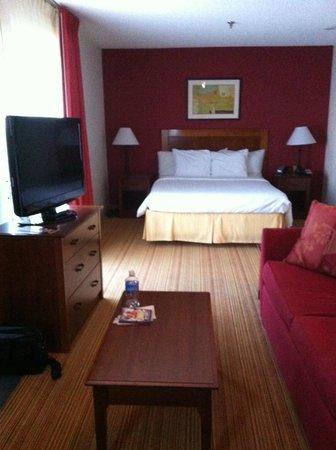Residence Inn Las Vegas Convention Center: Living Bed Area