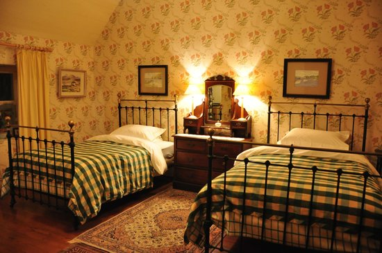Adare Irish Cottages: Bedroom in The Thatched Cottage
