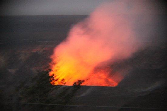 Mahalo Tours: Erupting volcano
