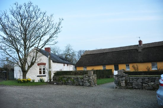 Adare Irish Cottages : Stone Barn and Thatched Cottage
