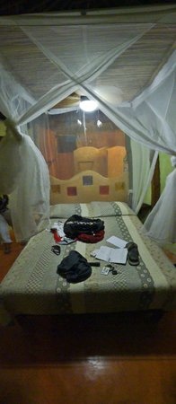 Cabanas La Luna: Bed with mosquito netting