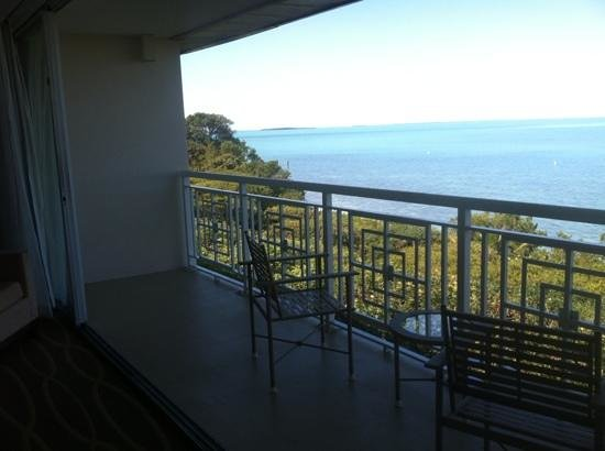 Hilton Key Largo Resort: Double balcony with doors open