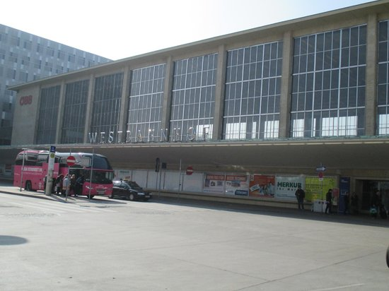 Motel One Wien Westbahnhof: westbahnhof station
