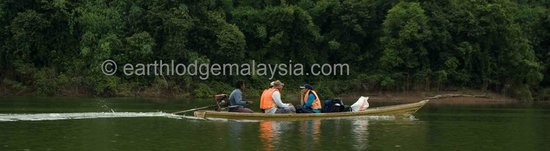 Kedah, Malaysia: Guest on the long-tail sampan on the way to Earth Lodge