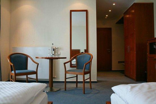 Hotel Rheinischer Hof: Zimmeransicht