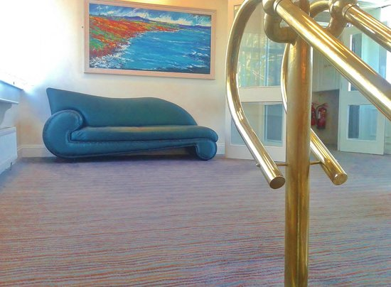 The Montenotte Hotel: nice art