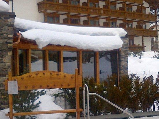 Hotel Gran Paradis: zona relax vista dall'esterno