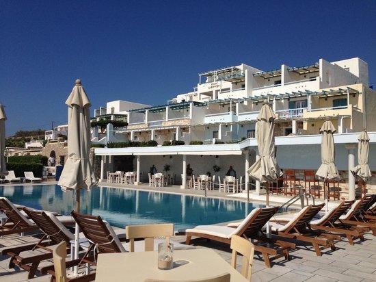 Saint George Hotel : vista albergo dalla piscina