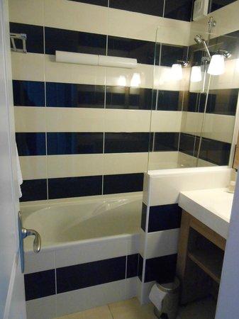 Pierre & Vacances Résidence Premium Le Coteau et la Mer : salle de bain