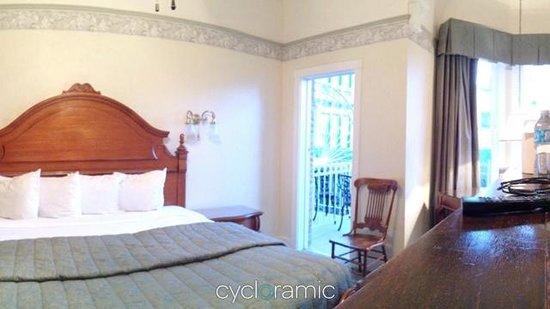 The Horton Grand Hotel : The room