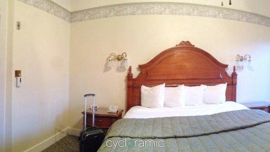 The Horton Grand Hotel: The room