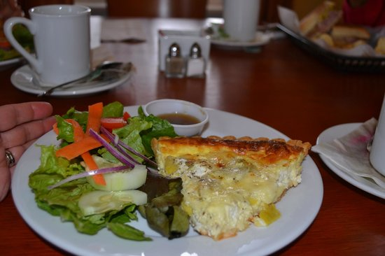 MIckey's Lakeside Cafe: Artichoke & goat cheese quiche