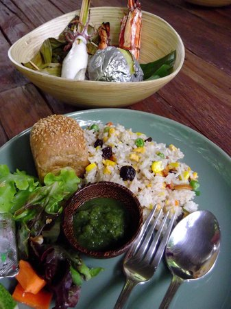 BluAnda: Tasty seafood lunch at the Big Tree
