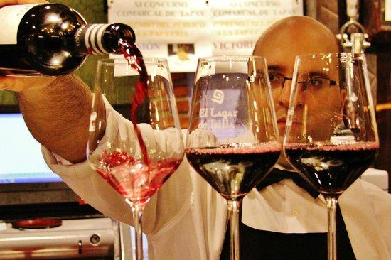 El Lagar De Isilla: Barra con 80 referencias de vino