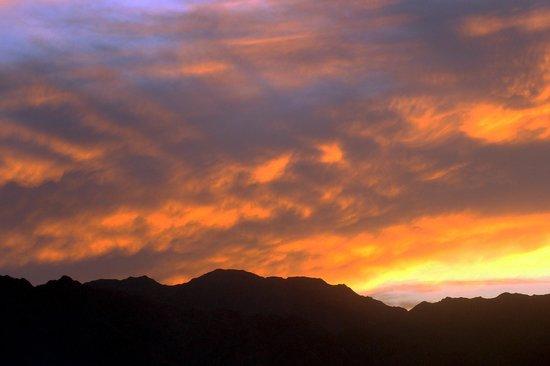 Nuweiba Coral Resort: Flaming sky