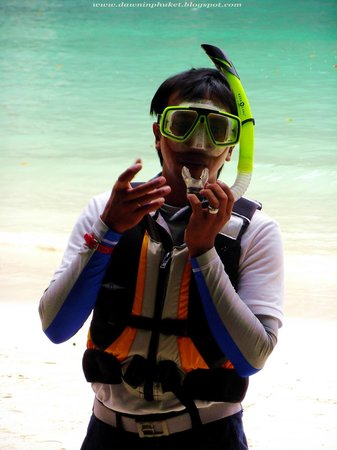 Blu Anda: The guide teaching us about snorkelling (all equipment provided)