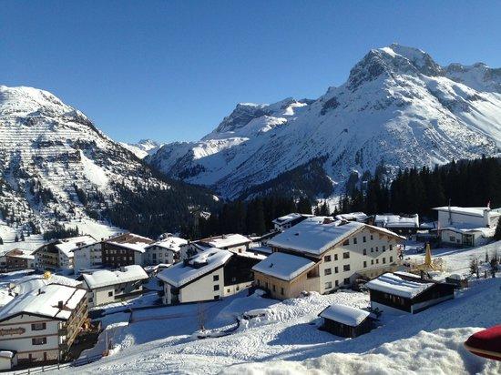 Hotel Goldener Berg: Blick von der Terrasse des Hotels 'Goldenen Berg'