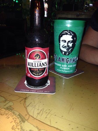 Flanigan's Seafood Bar and Grill : Soda + bière