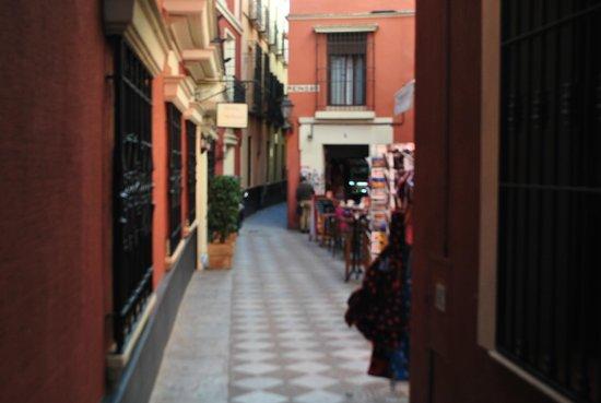 Apartamentos Murillo: dde la puerta del Hotel