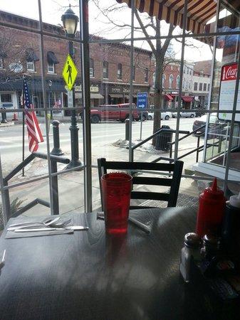 Otto's Breakfast Deli: Main street from Otitis Breakfast