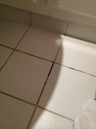 Mercure Farnham Bush Hotel: Bathroom floor of room 314