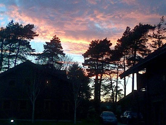 Dorset Golf and Country Club: Sun set over the lodge