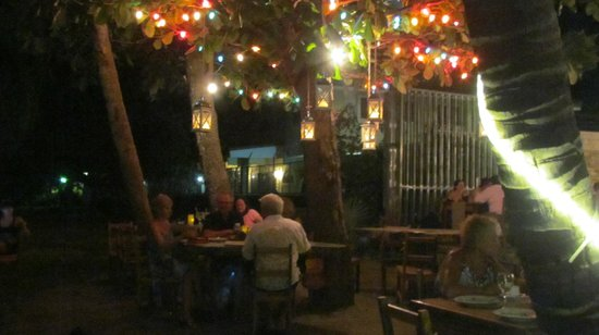 La Gaviota Tropical : Dining on the beach