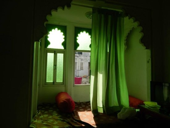 Bhanwar Vilas Guest House: room from inside